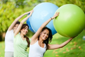 exercise-group-outside-with-balls